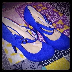 DIVA LOUNGE.  ELECTRIC BLUE HIGH HEELS